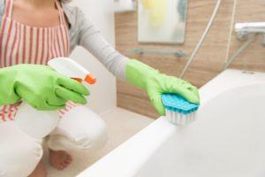 Плесень в ванной: как от неё можно избавиться